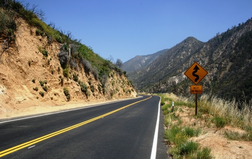 canyon_road_mountains_lanaturegraphics